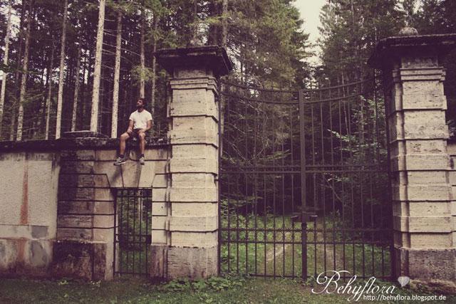 Das verbotene Tor in der Pakranlage von Schloss Linderhof
