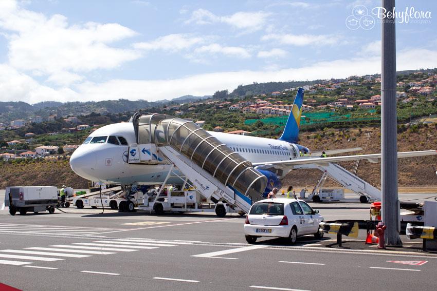 Flugzeug auf der Rollbahn von Funchal