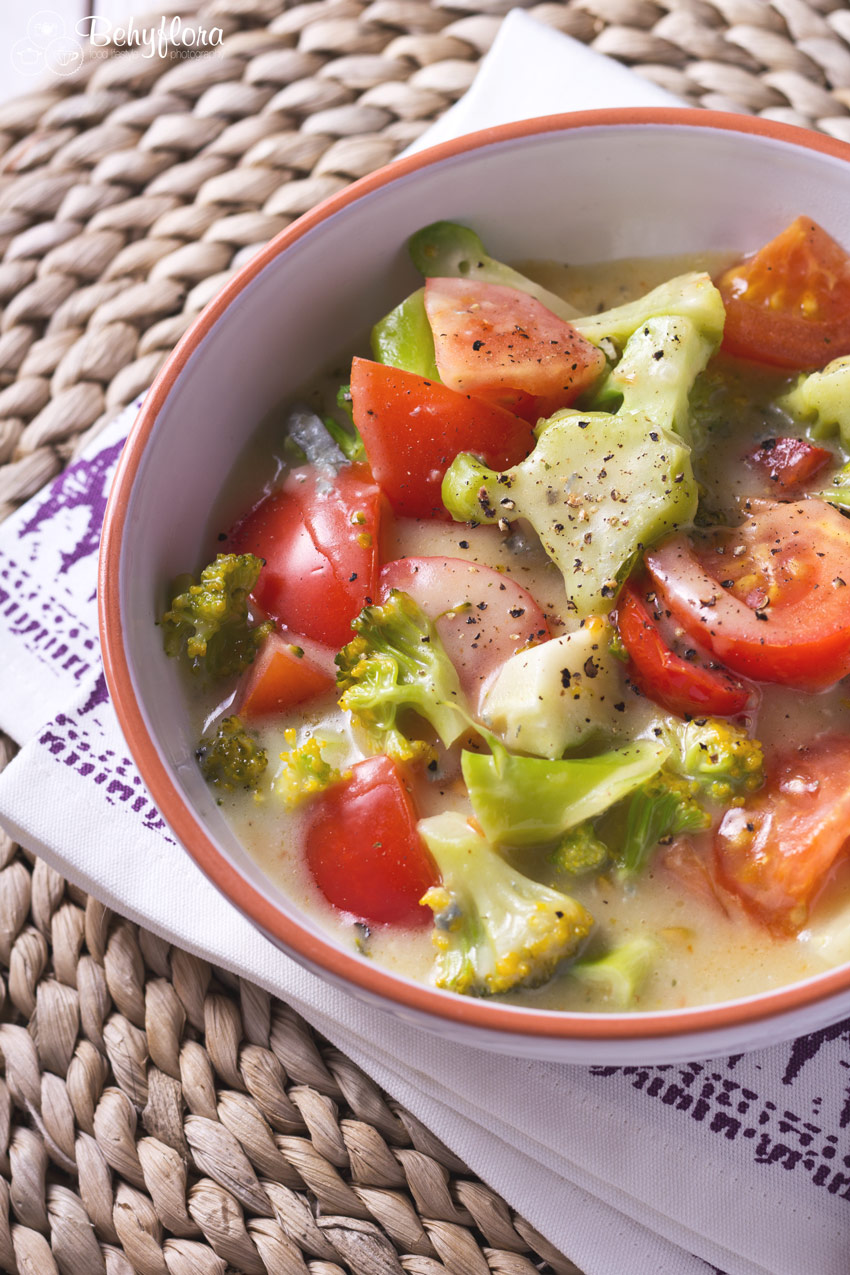 Brokkoli und Tomaten in einer leckeren Pfanne mit Weißwein