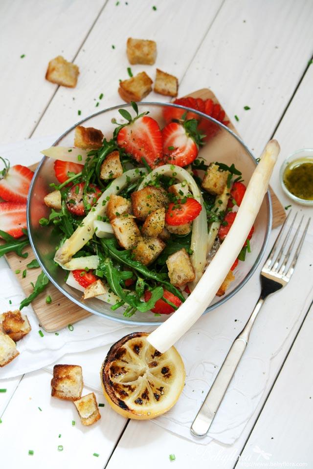Zitronen-Senf-Dressing zu Erdbeer-Spargel-Salat