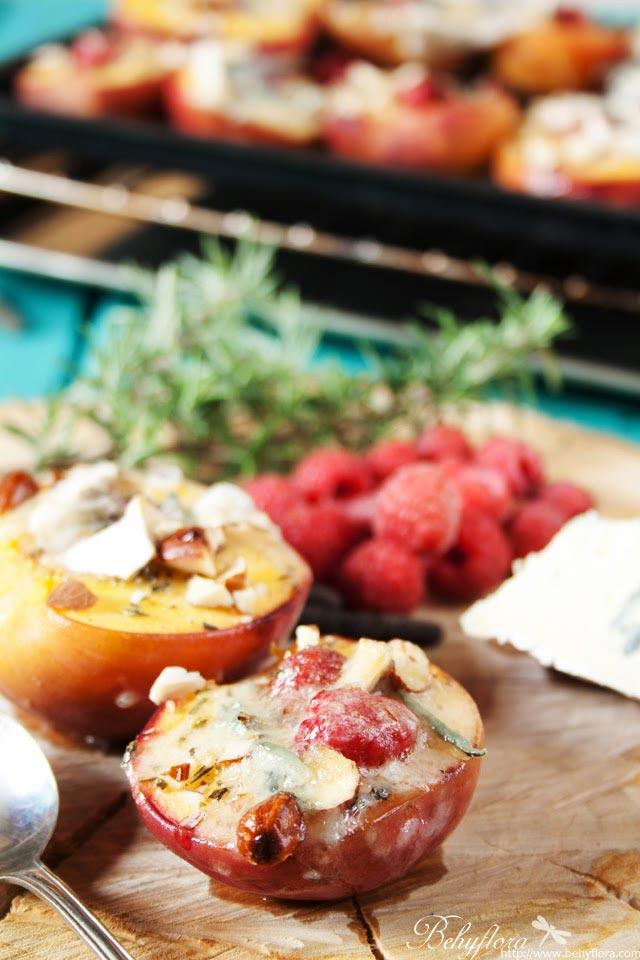 Gegrillte Pfirsiche mit Himbeeren und Gorgonzola
