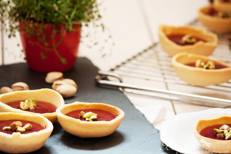 einfache Beeren-Törtchen mit Keksteig