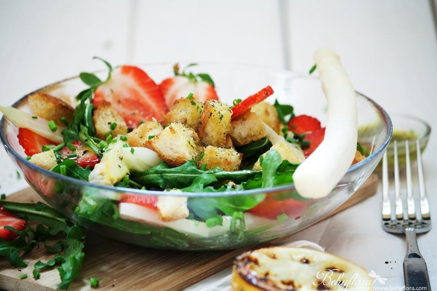 Erdbeer-Spargel-Salat mit Rucola