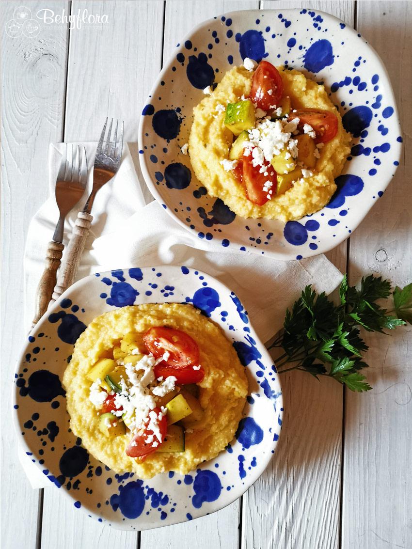 Zwei Teller mit Polenta - Rezept