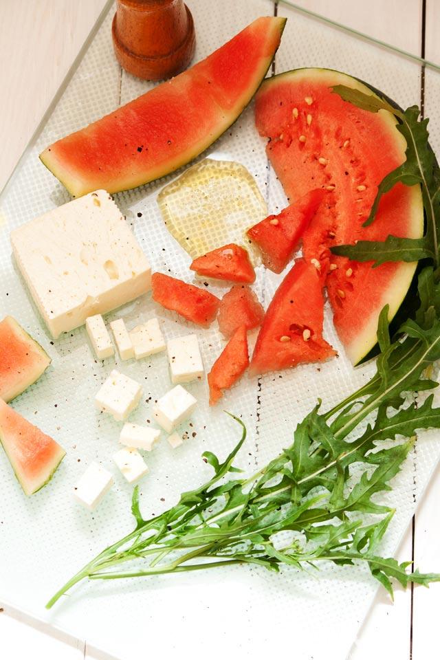 Sommer-Salat mit Wassermelone und Feta