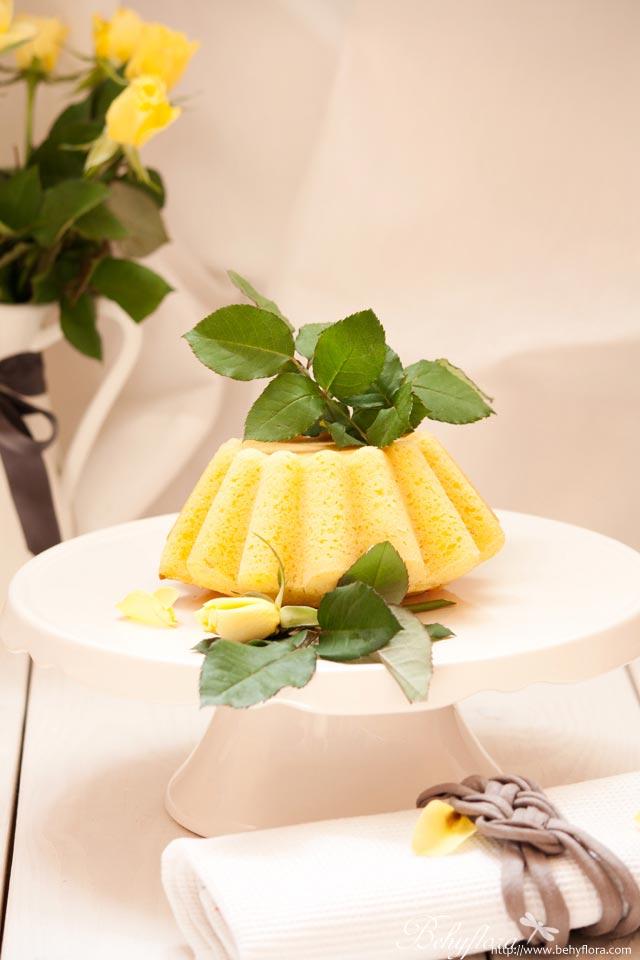 Zitronenkuchen mit Holunderblüten-Sirup