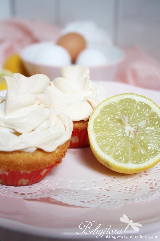 Zitronen Cupcakes mit Baiser-Haube