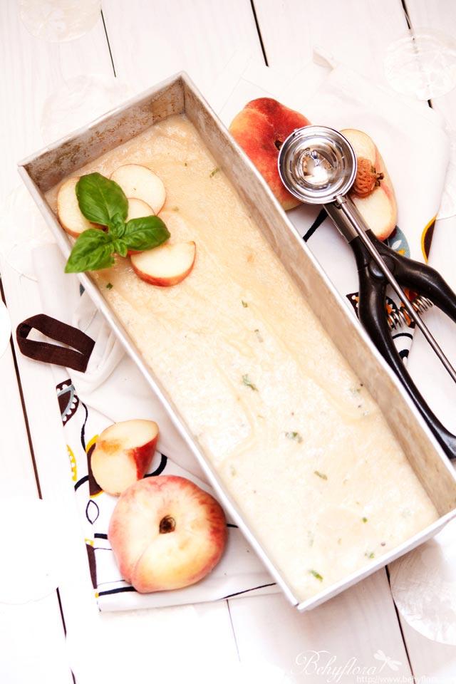 Pfirsich-Basilikum-Eis . Vegan