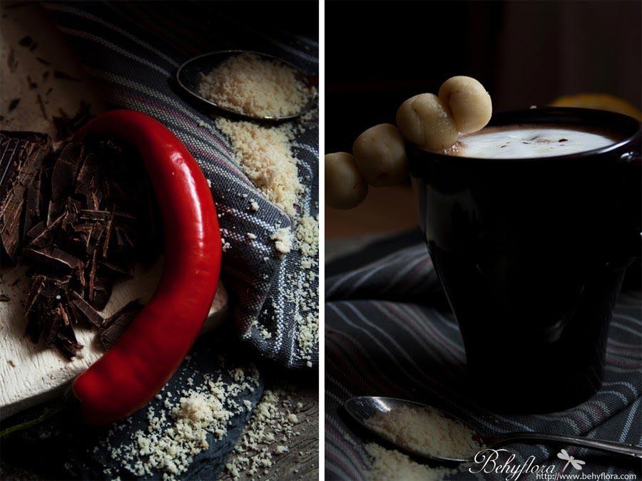 Selbstgemachter Marzipan mit heißer Schokolade