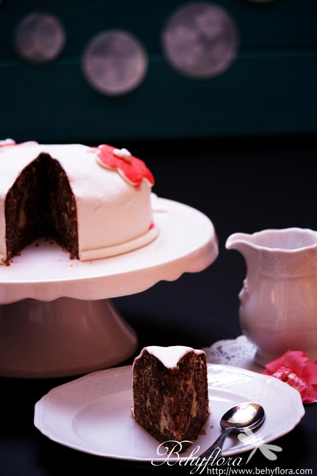 Kleine Mini-Torte mit Marshmallow-Fondant